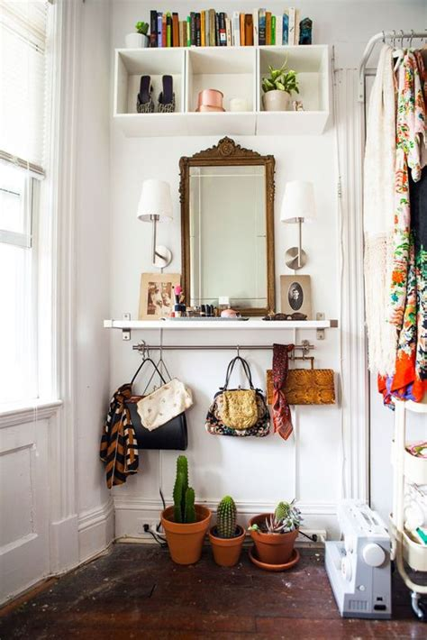 25 Best Ideas About Small Apartment Entryway On Pinterest Apartment Foyer Decorating Ideas