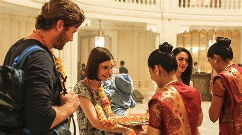 hotel mumbai  review book  film globe