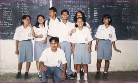 No33 Celana Panjang Sma Celana Sma Panjang Seragam Sekolah transformasi gaya seragam sma dari tahun 70 an sai 2010 portal pendidikan indonesia