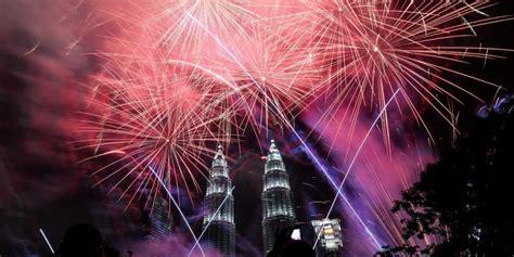 new year 2017 in malaysia foto foto perayaan tahun baru di berbagai negara kompas