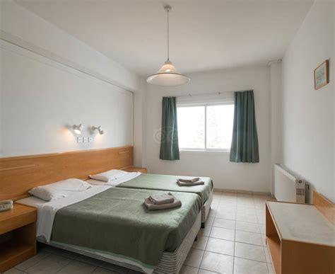 one bedroom apartments ta debbie xenia hotel apartments protaras cypern omd 246 men