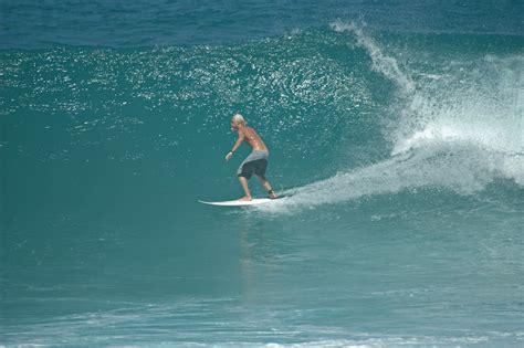 surfing hookipa beach kahului hawaii usa