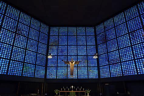 Exceptional Church Front View Design #4: Kaiser-Wilhelm-Ged%C3%A4chtniskirche_Glasfront.jpg