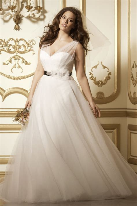 8 amazing wedding dresses for curvy women   curvyoutfits.com