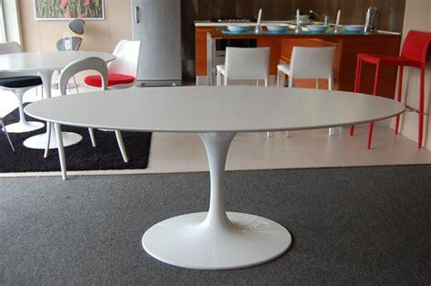 Eames Armchairs Offerta Tavolo Eero Saarinen Con Sedie Serie 7 Arnee Jacobsen