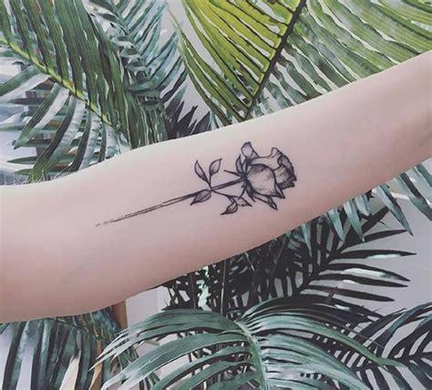 手臂玫瑰花纹身图案 小清新女生手臂玫瑰花纹身图片 纹身图案