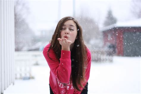 girl with brown hair in snow blow brown girl hair kiss image 245175 on favim com