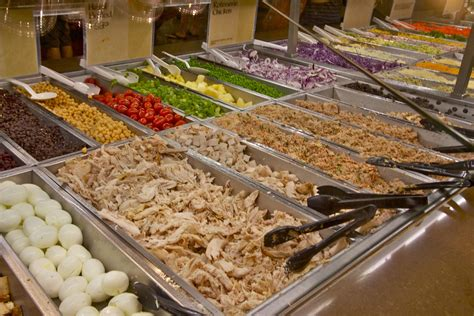 What To Put On A Salad Whole Foods Detox by How To Get The Healthiest For Your Buck At The Whole