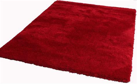 Bien Recherche Tapis De Salon #4: Tapis-rouge-shaggy-pour-salon-cosy.jpg