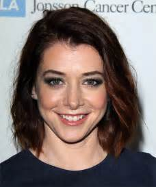 alyson hannigan hair color alyson hannigan medium wavy casual hairstyle