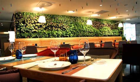restaurante con jardin barcelona jard 237 n vertical interior en el restaurante cheese bar de