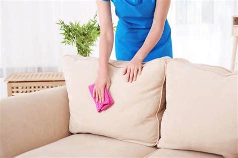 pulizia divani in pelle come pulire il divano in pelle o in stoffa non sfoderabile