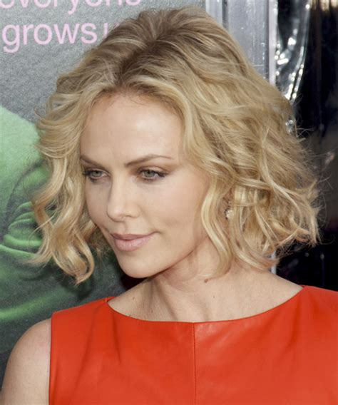 Charlize Theron Hairstyles by Charlize Theron Is An Oval Hairstyle 2013