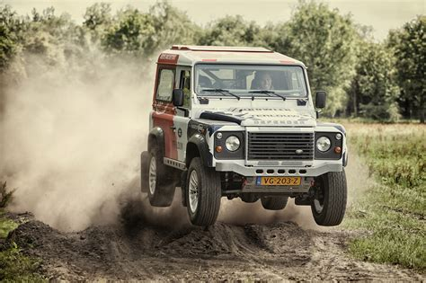 land rover is made by land rover defender bowler in de aanval land rover