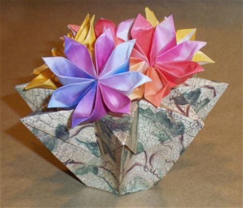 Useful Origami Things - origami 8 cornered basket