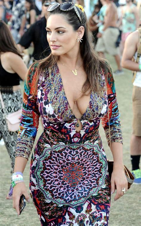 kelly brook  patterned dress coachella  arts festival