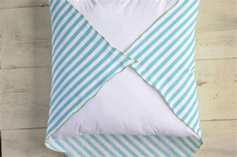 Make Accent Pillows How To Make An Easy Accent Pillow