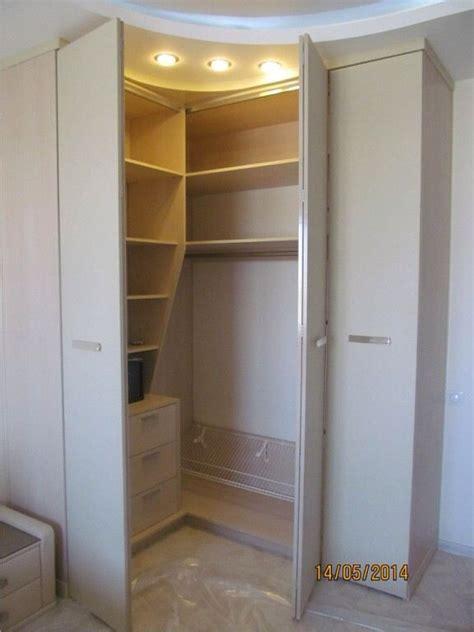 Built In Corner Wardrobes by Best 25 Corner Wardrobe Ideas On