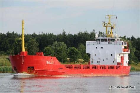 scheepvaart noordzee volgen vrachtschip sally verliest deel deklading hout