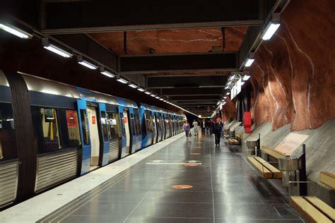 Staino E Staino by R 229 Dhuset Metro Station