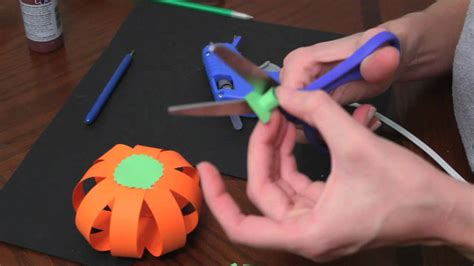 Things You Can Make With Construction Paper - how to make paper pumpkins for fall autumn and