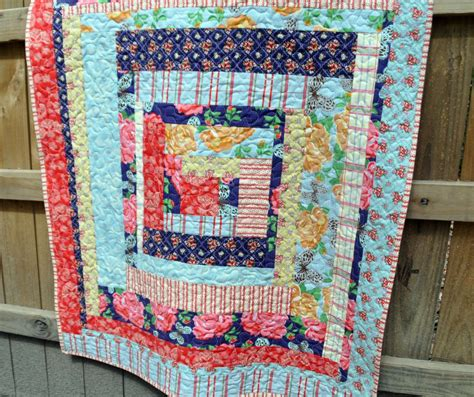 log cabin quilt patterns 38 free log cabin quilt patterns favequilts