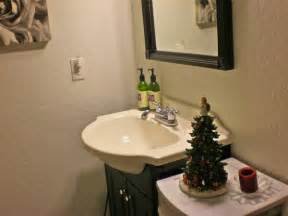 how to decorate your bathroom for christmas room