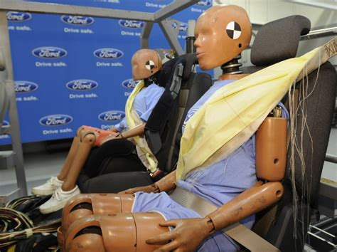 inflatable seat belts ford debuts rear inflatable seat belts autoevolution