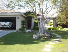 The some example landscape ideas for small front yard