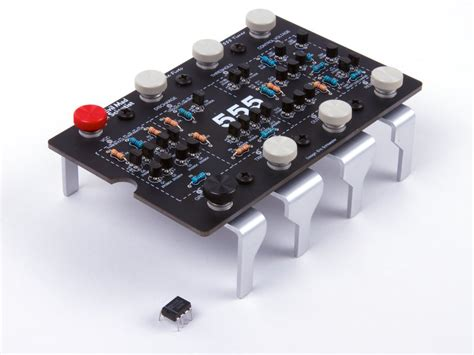 integrated circuit kits the three fives kit a discrete 555 timer