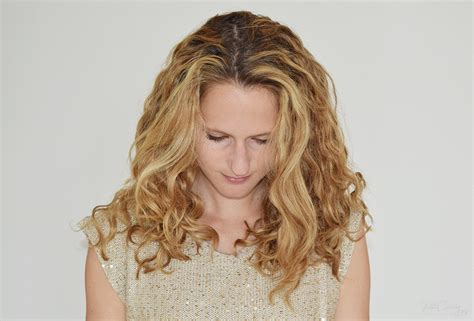 criss cross hair part hair parting techniques for zigzag how to part curly hair get your parting line to be where