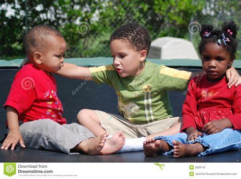 imagenes de amor fraternal amor fraternal imagen de archivo imagen de patio 233 tnico