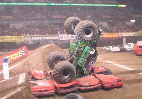 monster trucks grave digger crashes grave digger truck wikipedia