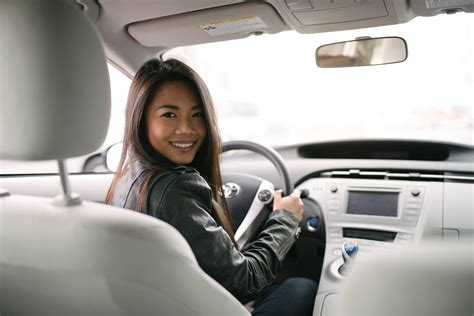 drive uber should uber drivers buy or lease a car uber driver