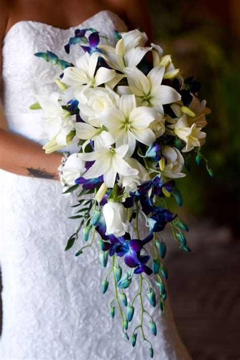 Setelan Kulot Royal Loly White Cascading Bridal Bouquet With White Asiatic Lilies And