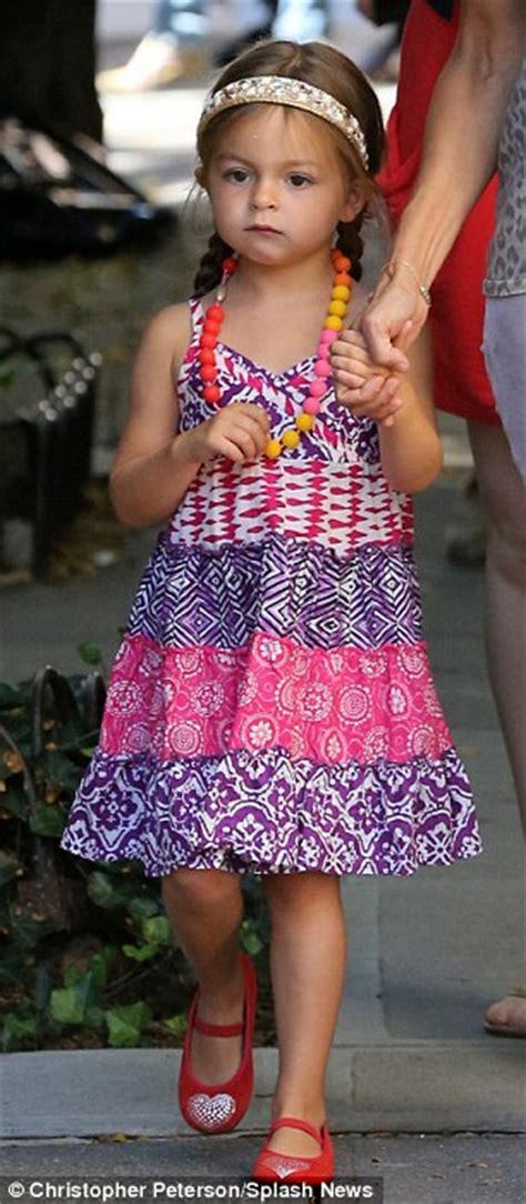 48 year old fashion sarah jessica parker s little fashionistas keep summer