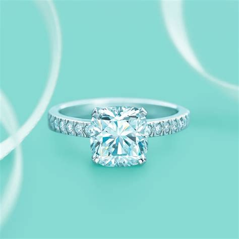 etoile engagement in style and fingers