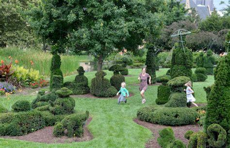 topiary park columbus ohio topiary park columbus family adventures