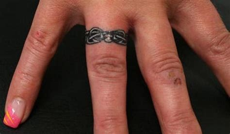 tattoo pain on finger ring finger tattoos for couples tattoo ideas mag
