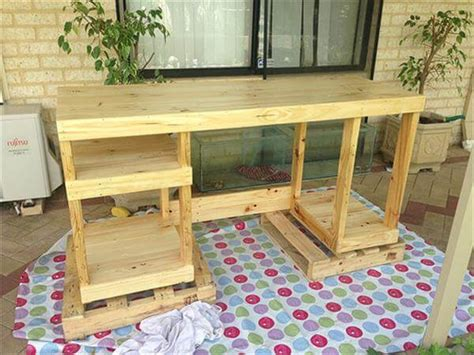 diy computer desk   pallets  pallets
