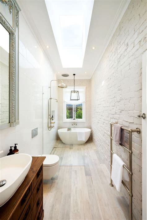 Narrow Bathrooms by The 25 Best Ideas About Narrow Bathroom On