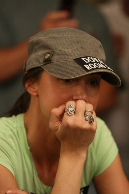 shannon elizabeth poker player profile bio shannon elizabeth