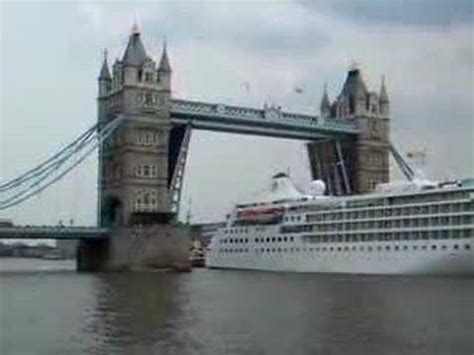 boat going under tower bridge cruise ship going under tower bridge youtube
