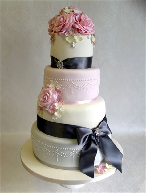 Making Flowers by Celebration Cakes And Wedding Cakes By Catherine Scott