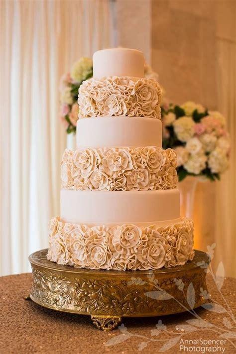 Hochzeitstorte Altrosa ivory roses wedding cake ideas for the big day