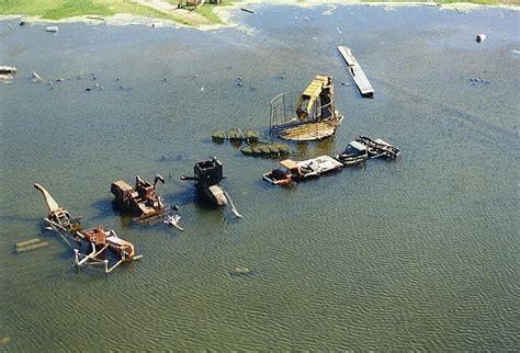 North Dakota House usgs photo gallery of 1997 flooding in the devils lake basin