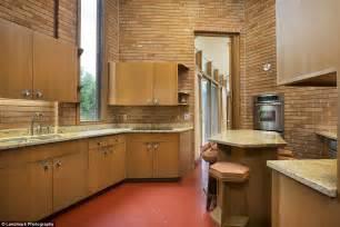 minnesota home built  frank lloyd wright    sale