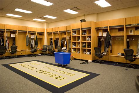 locker room file pacers locker room at conseco fieldhouse jpg wikimedia commons