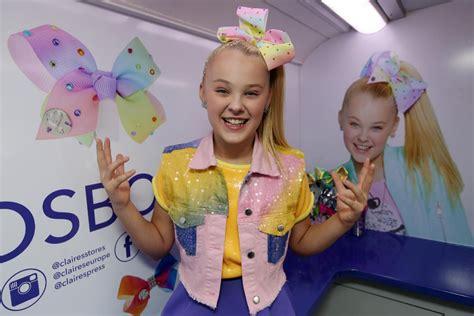 jojo siwa fan mail jojo bows star causes a massive frenzy in birmingham as