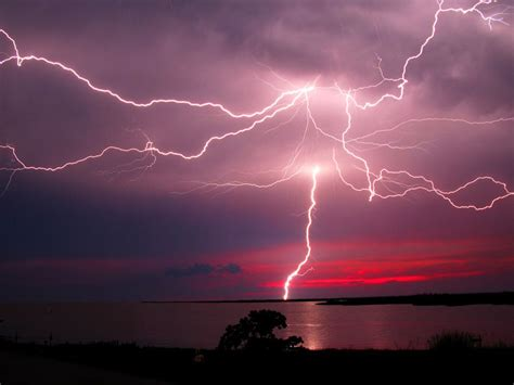 the lighting arc lightning causing explosions earthquakes